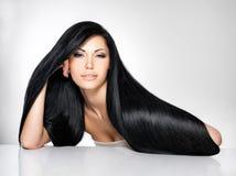 Härlig kvinna med långt rakt hår Royaltyfri Bild