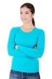 Härlig kvinna som står och ser upp in i kopieringsutrymme. Fotografering för Bildbyråer