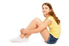 Härlig le långhårig tonårs- flicka Arkivbild