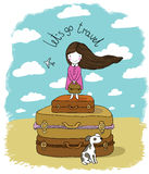 Härlig liten flicka på resväskan Arkivfoton