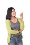 Härlig mitt åldras asiatisk kvinna som upp till pekar kopieringsutrymme Iso Arkivfoto