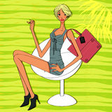 Härlig modemodell med kort blont hår Royaltyfri Foto