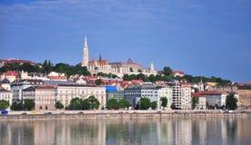 Härlig sikt av den Budapest flodstranden, Ungern Fotografering för Bildbyråer