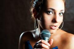 härlig sångare Arkivfoton