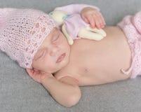 Härlig sova nyfödd flicka Fotografering för Bildbyråer
