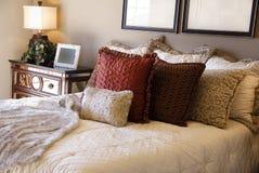 härlig sovrumdesigninterior Arkivbilder