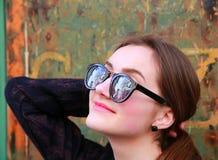 Härlig studentflicka i Paris Royaltyfri Fotografi