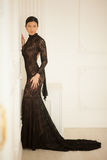härlig svart klänningflicka Arkivfoton