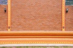 Härlig tegelstenkvarterbakgrund av templet Royaltyfri Bild