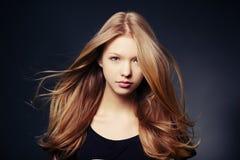 Härlig tonårig flickastående Arkivfoto