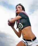 Härlig ung fotbollkvinna Arkivbild