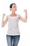 Härlig ung kvinna som visar henne muskler och styrka med stolthet Arkivfoton