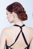 Härlig ung sexig kvinna med aftonmakeup och hår, med röd läppstift Royaltyfri Fotografi