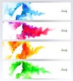 Härliga abstrakta kvinnaframsidakonturer är på de abstrakta färgrika bakgrunderna Uppsättning av fyra titelrader för baner Arkivbild