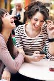 härliga flickor som ler två Royaltyfria Bilder