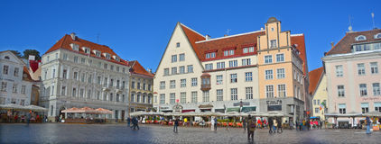 Härliga färgrika byggnader av staden Hall Square Arkivfoton