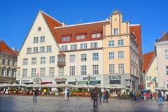 Härliga färgrika byggnader av staden Hall Square Arkivbilder