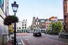 Härliga hus på Lange Smeestraat i Utrecht Arkivfoton