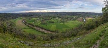 härliga River Valley Royaltyfria Bilder