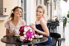 härliga två kvinnor Royaltyfria Bilder