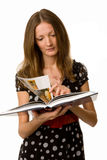 härligt barn för bokavläsningskvinna Arkivfoton
