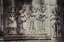 Härligt forntida snida på stenen på Angkor Wat Arkivfoton