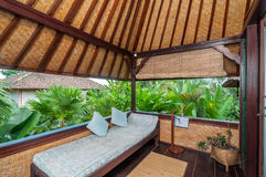 Härligt hotell för terrassträdgårdvilla Arkivfoto