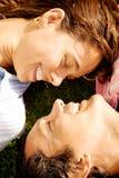 härligt le för par Arkivfoto