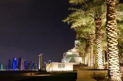 Härligt museum av islamisk konst i Doha, Qatar på natten Royaltyfria Bilder
