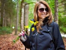 härligt rymma för blommor spikar kvinnan Royaltyfri Foto