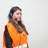 Hörlurar med mikrofon för kvinnaarbetare Royaltyfri Foto