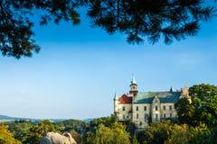 HRUBA SKALA, ΔΗΜΟΚΡΑΤΊΑ ΤΗΣ ΤΣΕΧΊΑΣ - 18 ΣΕΠΤΕΜΒΡΊΟΥ 2012: Hruba Skala Castle μια σαφή όμ στοκ εικόνες