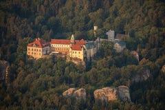 Hruba Skala Chateau nära Turnov i bohemmet Paradise royaltyfri fotografi
