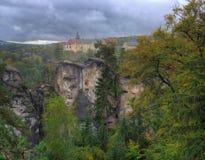 Hruba-skala Schloss, Böhmen, Tschechische Republik - Herbstbild Lizenzfreies Stockfoto