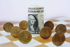 Hryvnia ucraniano no tabuleiro de xadrez Imagens de Stock