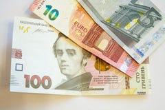 100 hryvniarekening van de Oekraïne, grijsgroen patroon Stock Foto