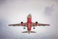 HS-ABV Airbus A320-200 von Air Asia landend zu Don Mueang International Airport Lizenzfreies Stockbild