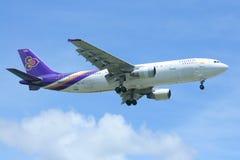 HS-TAK Airbus A300-600R de Thaiairway Imagens de Stock