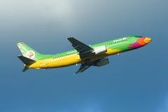 HS-TDE Boeing 737-400 av det NokAir flygbolaget Royaltyfria Foton