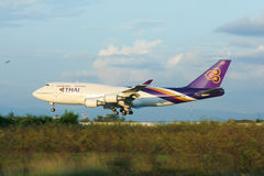 HS-TGA Boeing 747-400 de Thaiairway Images stock