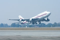 HS-TGA Boeing 747-400 of Thaiairway Royalty Free Stock Photography