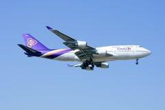 HS-TGZ Boeing 747-400 de Thaiairway Photographie stock libre de droits