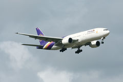 HS-TJD av Boeing 777-200 Thaiairway Royaltyfria Foton