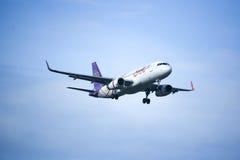 HS-TXM Airbus A320-200 da via aérea de Thaismile Foto de Stock