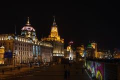 Hsbc таможни строя бунд на фарфоре Шанхая ночи Стоковые Изображения