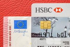 HSBC kardieren und Banknote des Euros zehn auf Lederpolsterungsauto Lizenzfreie Stockbilder