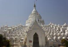 Hsinbyume Paya, белая пагода в Мьянме Стоковое Изображение