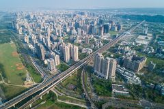 Hsinchu Taiwan - mars 19, 2018: Zhubei stadshorisont Asien modern affärsidébild Royaltyfria Foton