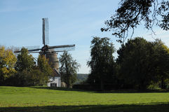 hösten colors den holländska windmillen Royaltyfri Foto