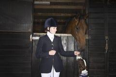 Hästrygg Rider With Horse And Dog Royaltyfria Bilder